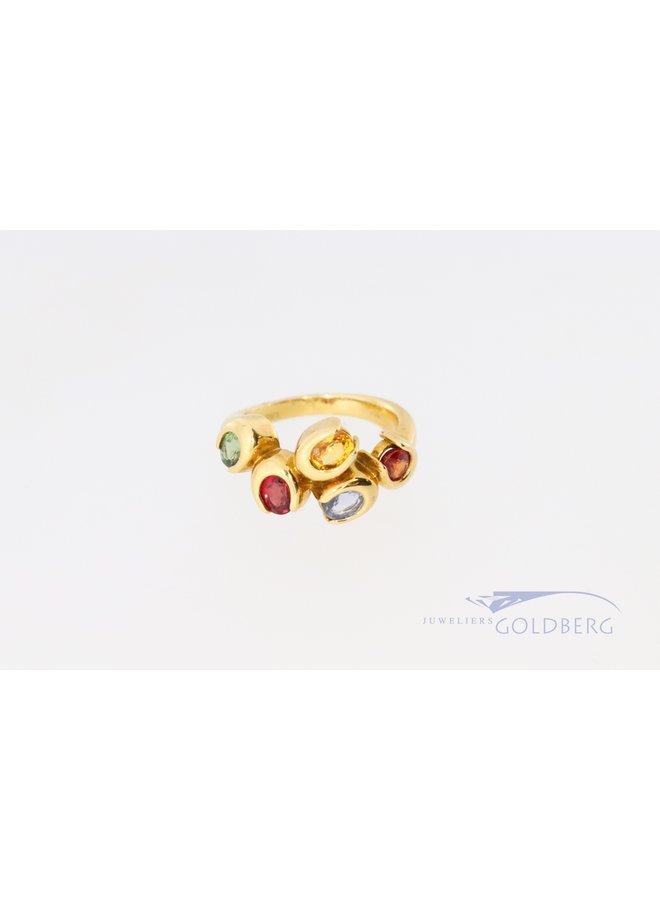 Vrolijke 18k ring met diverse kleurstenen