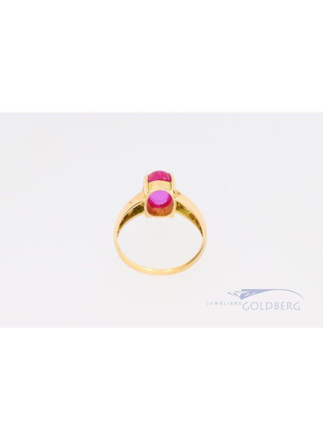 18k ring met felroze synthetische spinel