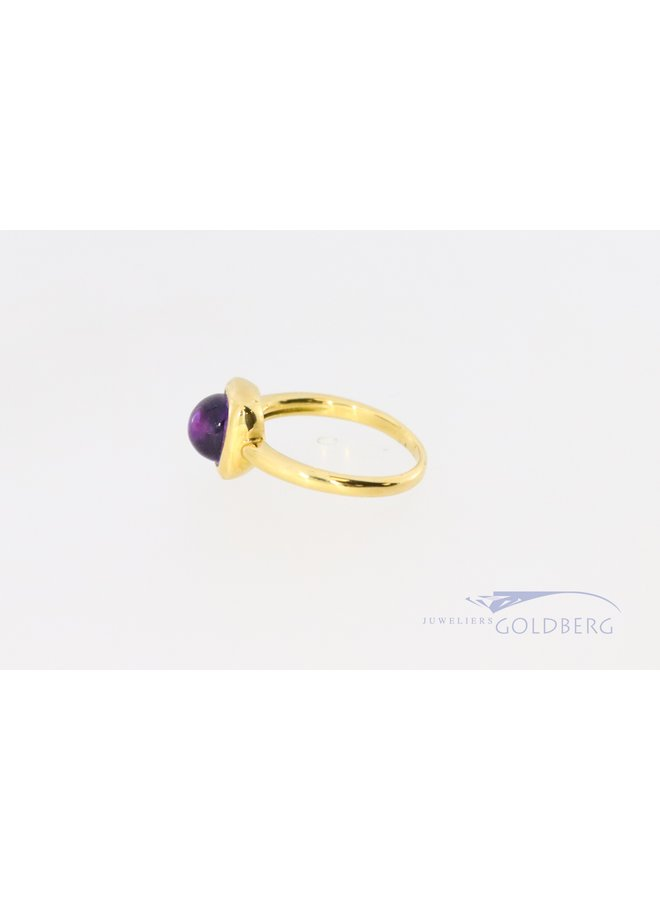 18k gold ring with cabachon cut amethyst