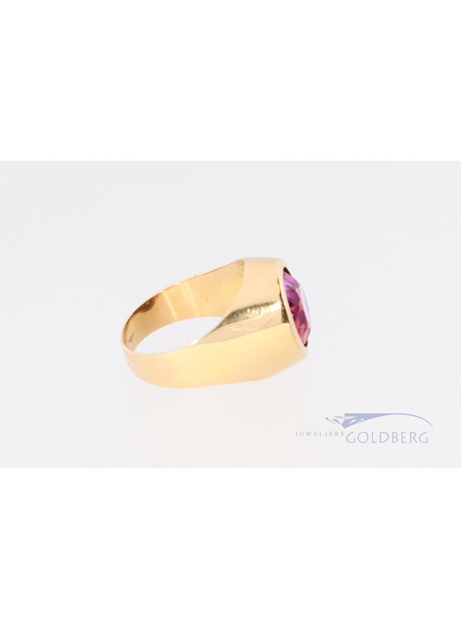 18k signet ring with pink colored stone