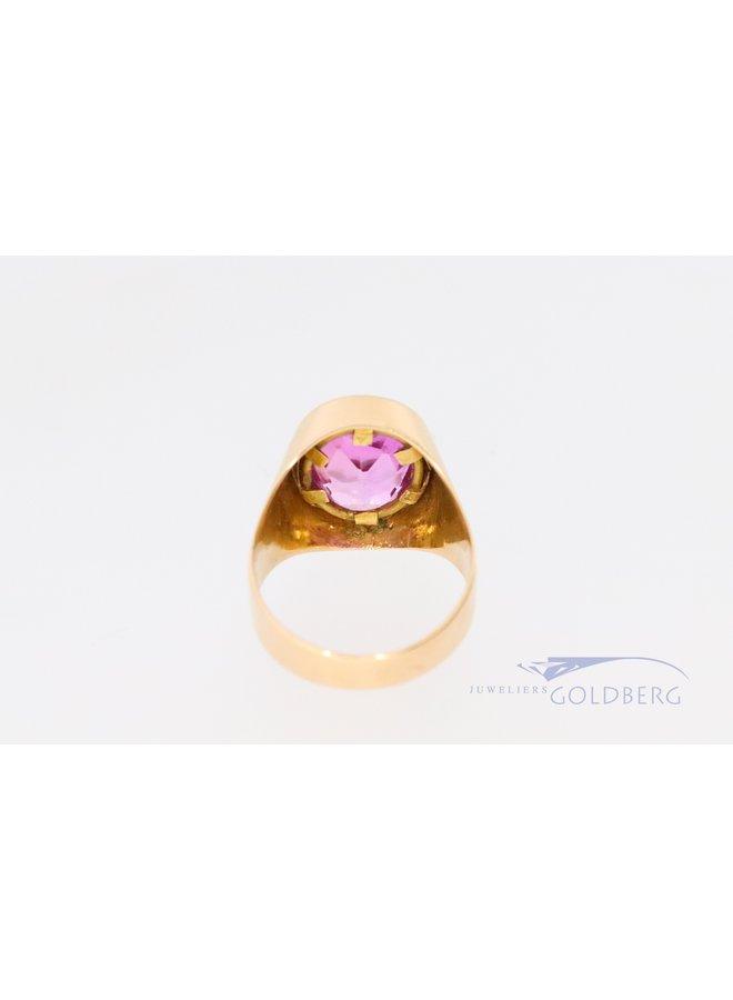 18k zegelring met roze kleursteen