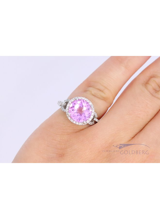 14k white gold ring with diamond and pink color stone.