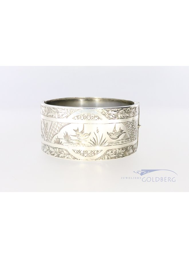 Beautiful hand-engraved bangle from 1882