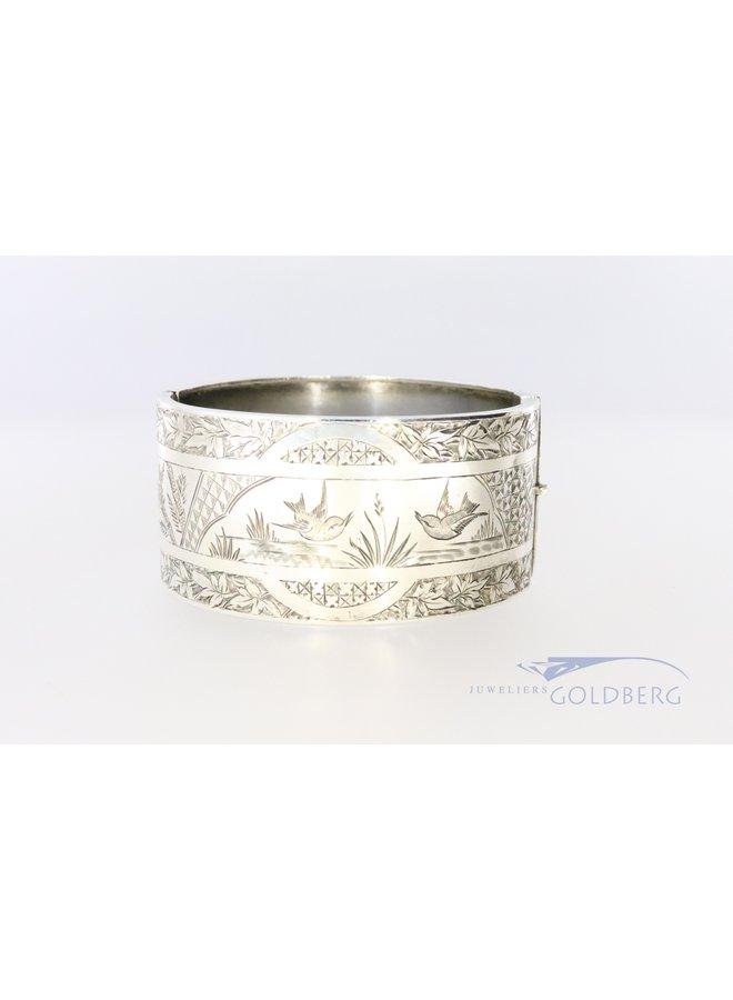 Prachtige hand gegraveerde zilveren slavenarmband uit 1882