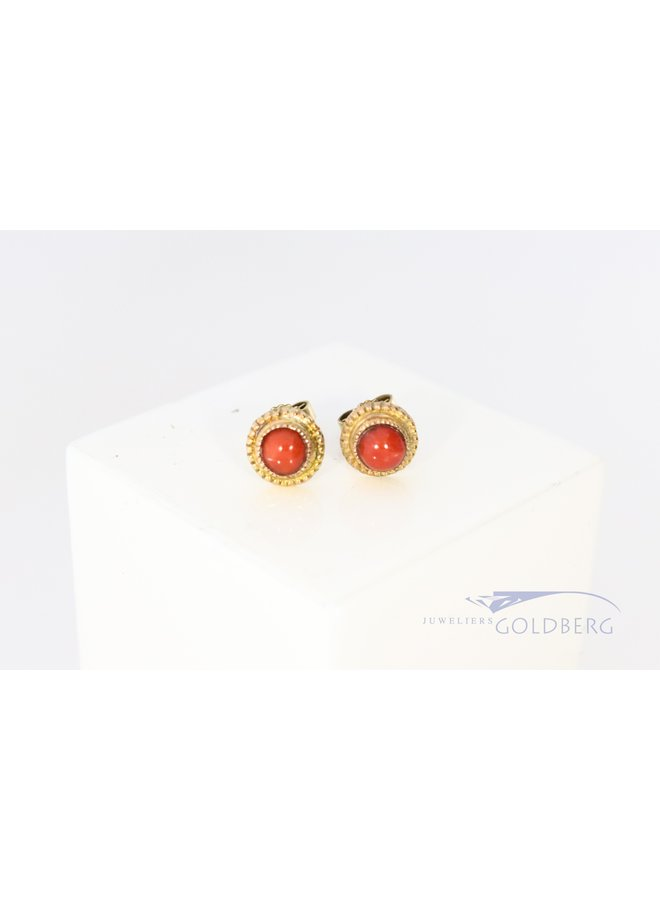 14k gold earstuds with red coral.