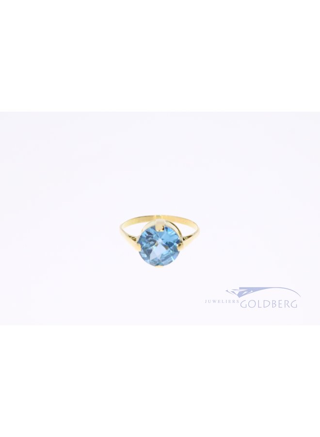 Vintage 14 carat ring with blue colored spinel.