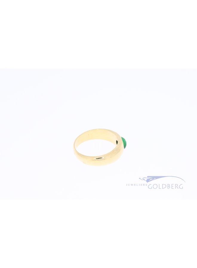 14k brede gladde ring met smaragd cabochon