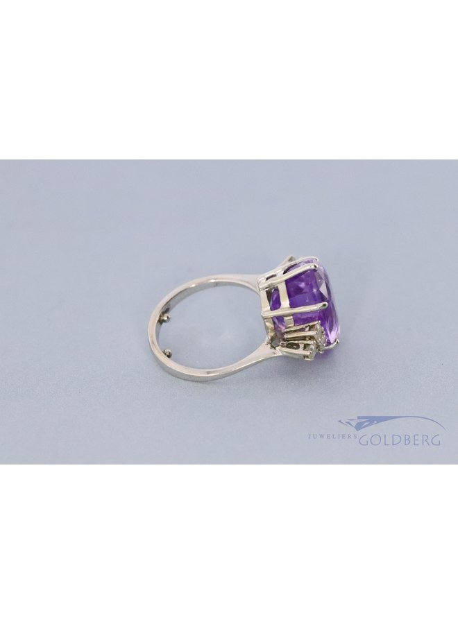 Beautiful white gold Amethyst ring with diamond