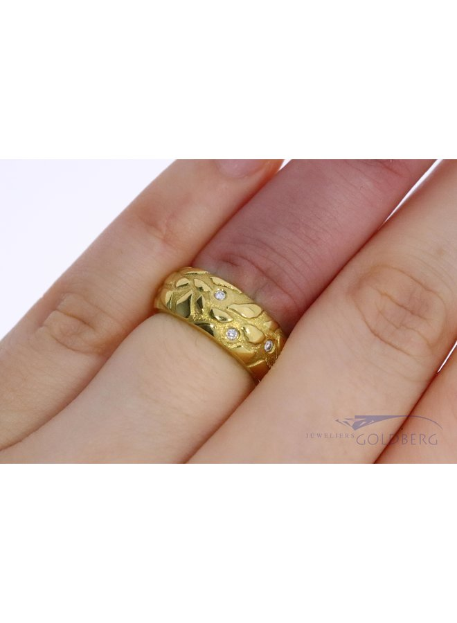 brede moderne 18k ring met diamant