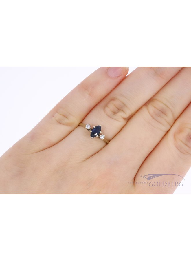 18k white gold ring with sapphire and diamond