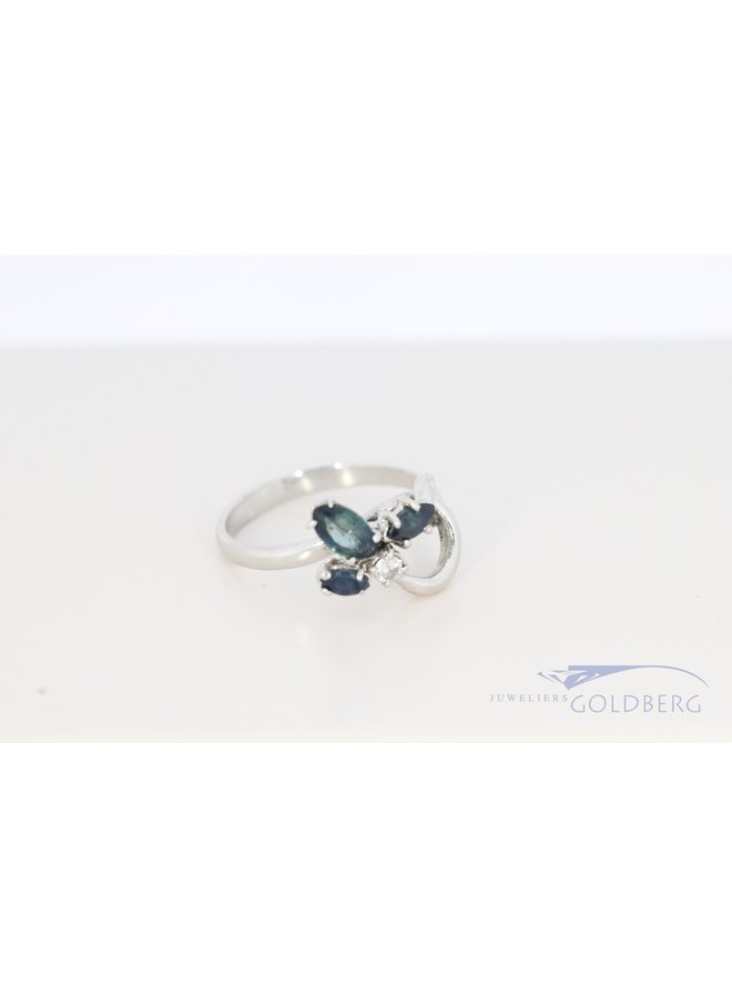 18k white gold fantasy ring with sapphire