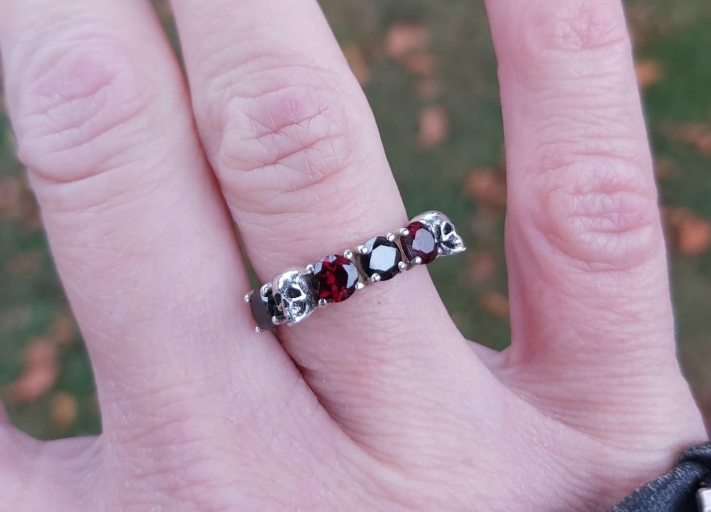 Goldberg Design Zilveren Doodskopjes ring