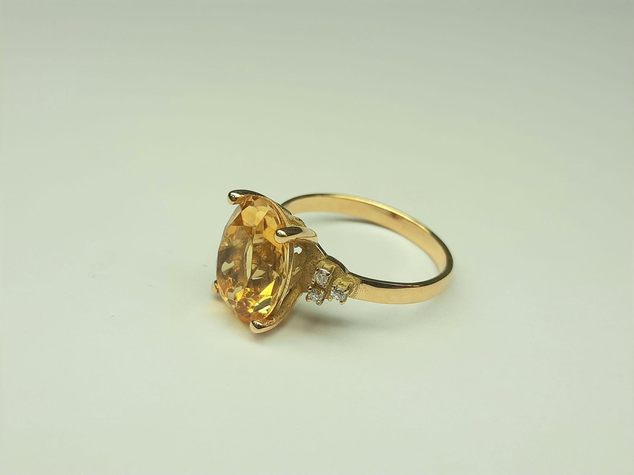 Goldberg design Citrien met diamant ring