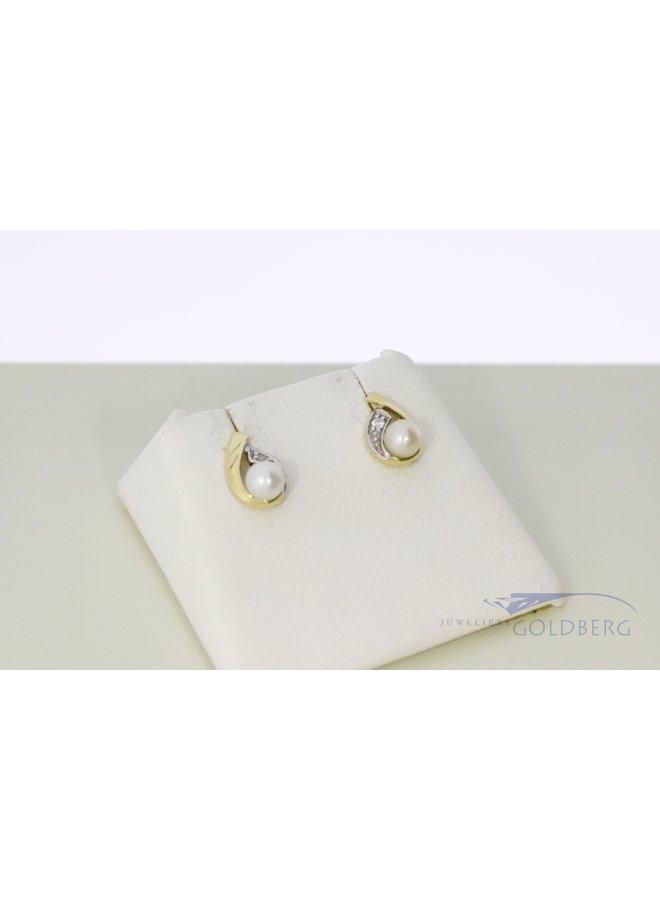 14k bi-color earrings with pearl.