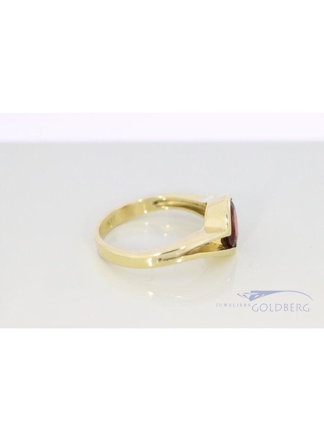 14k vintage ring met ovale granaat.