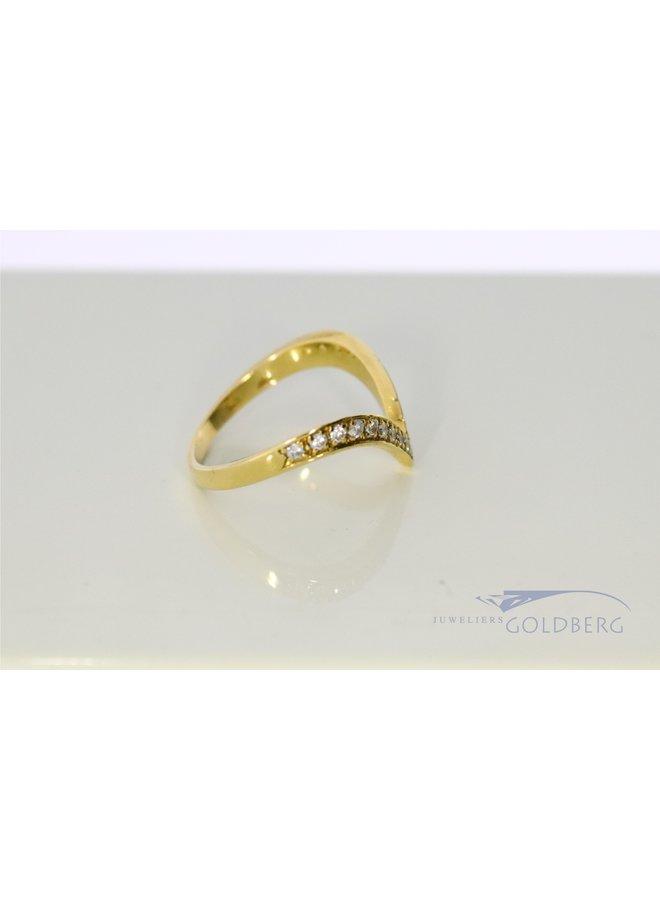 18k gold V-ring with diamond