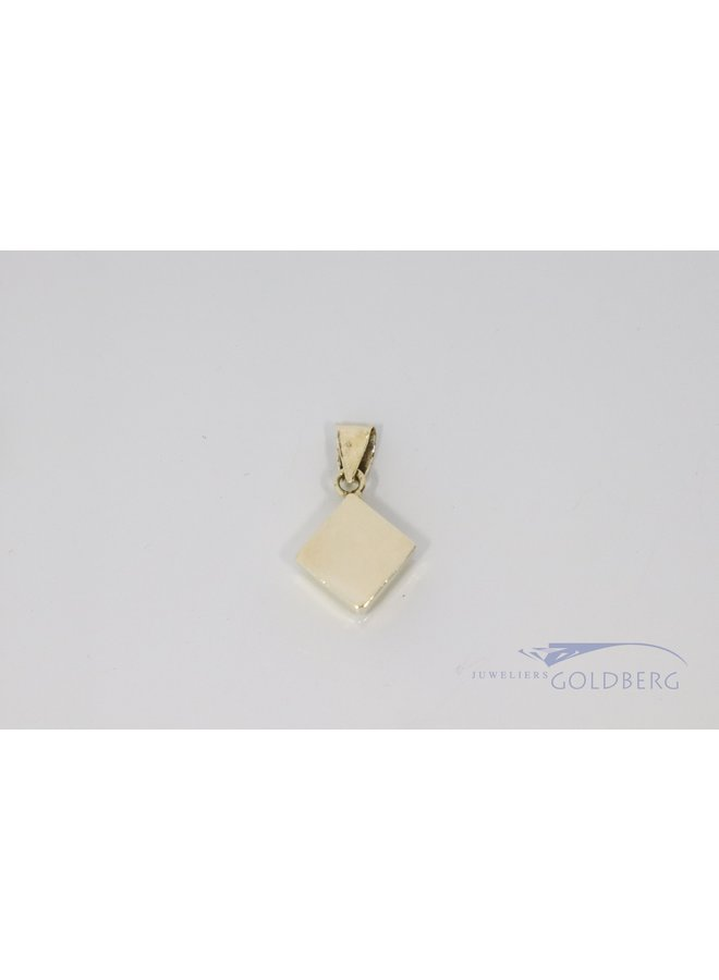 14 carat gold pendant with square syntetic sapphire