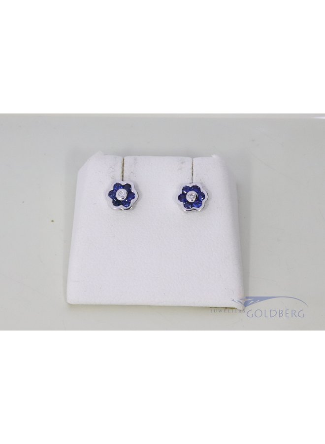 14k white gold flower studs with sapphire