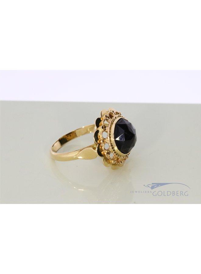 Vintage 14k gold ring with garnish