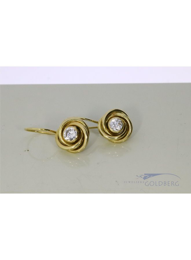 14k gouden oorhangers met zirkonia.