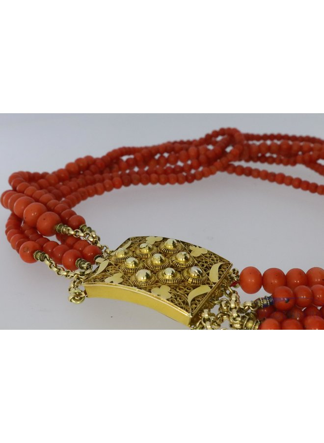 Beautiful antique necklace of red coral