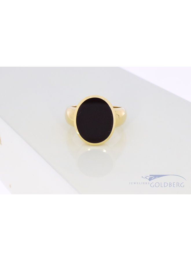 18k gold signet ring with black layer stone