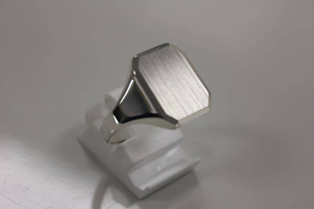 silver plain signet ring