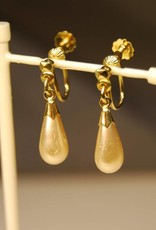 Vintage 14 carat gold earrings with Majorica pearls