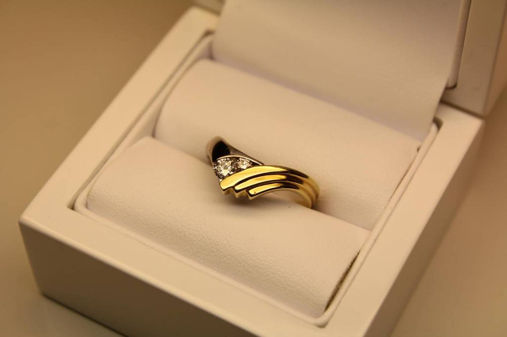 Vintage 14 carat gold bicolor ring with 0.28ct brilliant cut diamond
