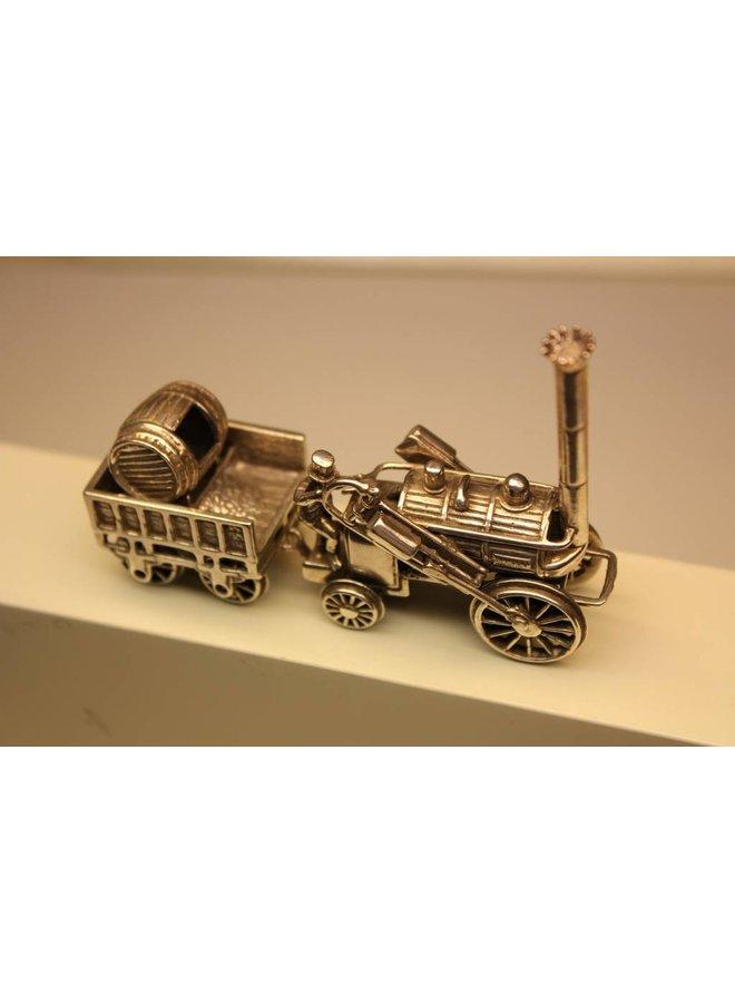 Zilveren miniatuur locomotief met kolen wagon