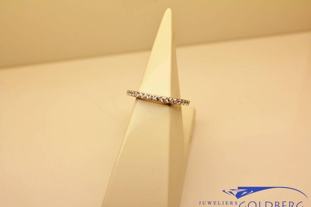 Bijzetring: zilveren smalle alliance ring met zirconia's