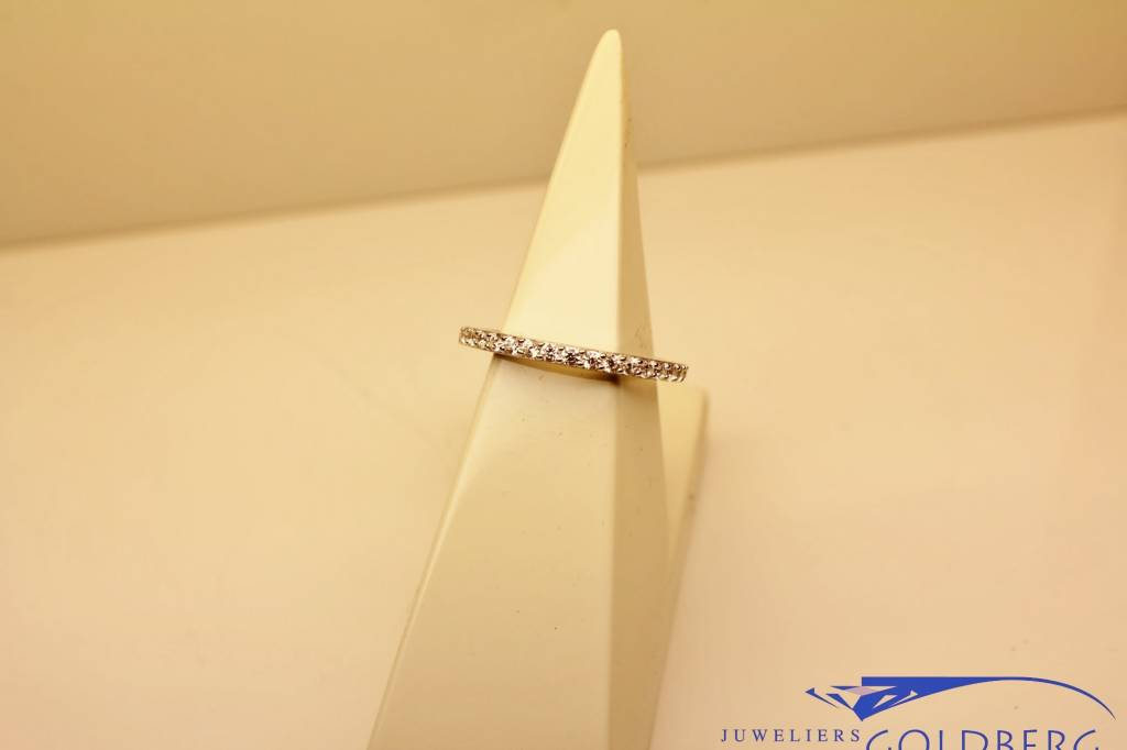 Silver alliance ring with zirconia's