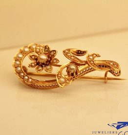 Antique 14 carat rose gold brooch with pearls