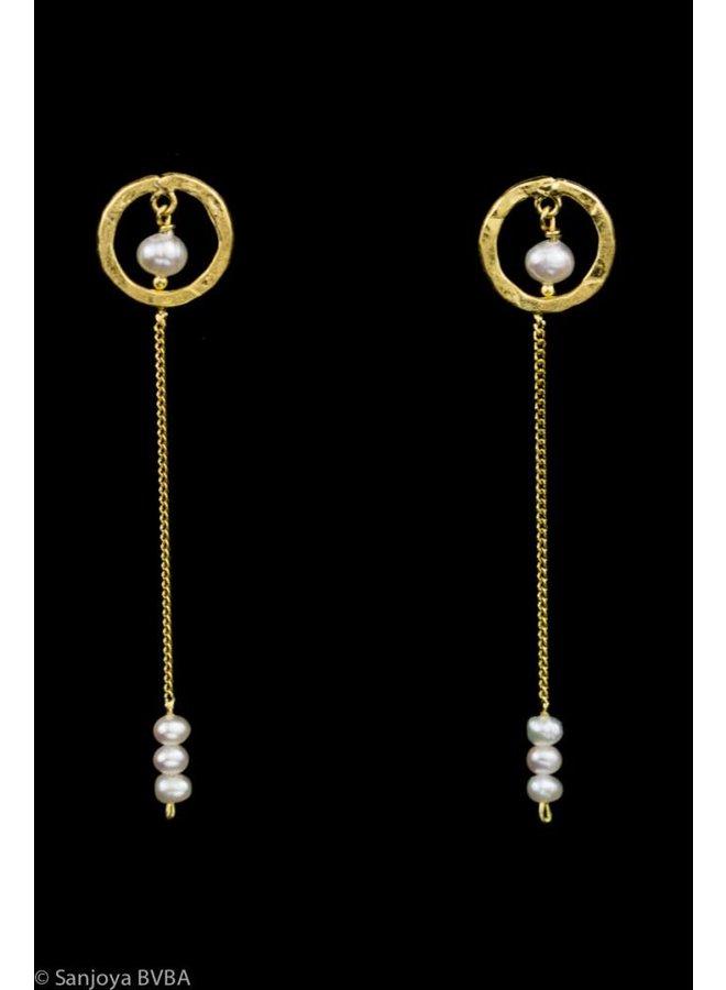 Lange vergulde zilveren oorbellen met pareltjes