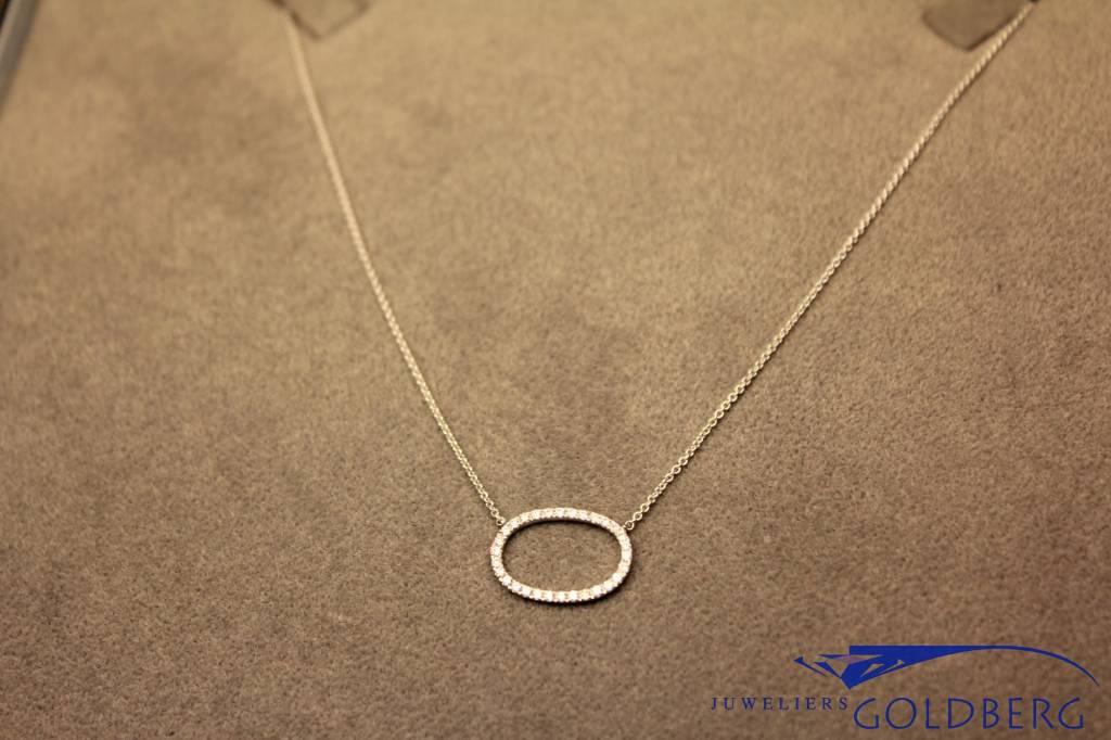 witgouden mini collier ovale hanger gezet met briljanten