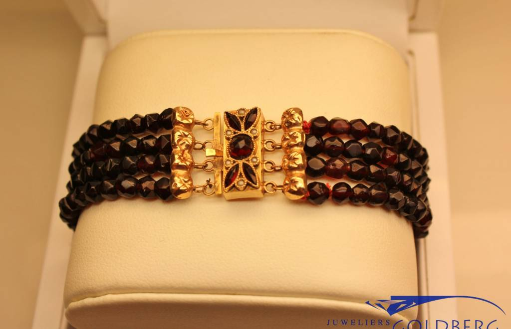 Antique 14 carat gold bracelet with small pearl and garnet