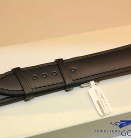 Handgemaakte horlogeband ECO kalfsleder zwart met zwart stiksel 22/20mm