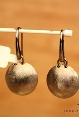 Sanjoya Zilveren kort afhangende oorbellen grijs grof