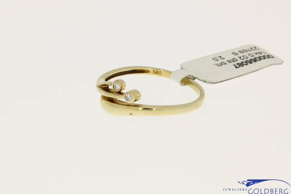 vintage 14k gold elegant ring with two 0.01ct diamonds