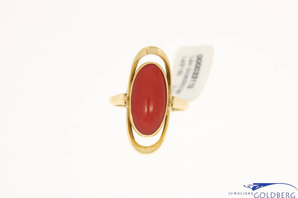 Vintage 14k gold ring with red coral 15,5x7,5 mm