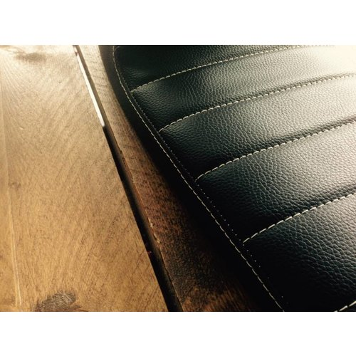C.Racer Upholstered Cafe Racer Seat Tuck N' Roll Stitch Schwarz Type 45
