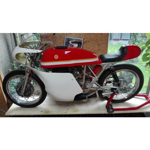 MCU Cafe Racer Verkleidung Type 6 aus GFK gefertigt