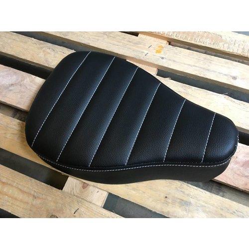 C.Racer Bobber Big Tuck 'N Roll Black Seat 5