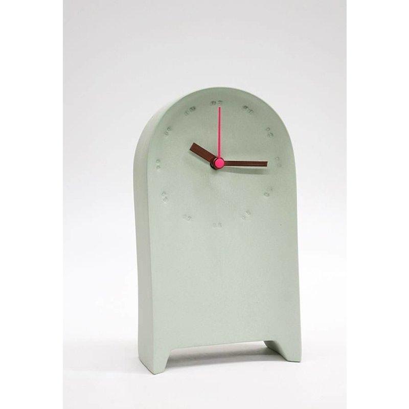 Studio Harm en Elke Tafelklok - L19xB10.5xD6.5cm Porselein - Groen roze
