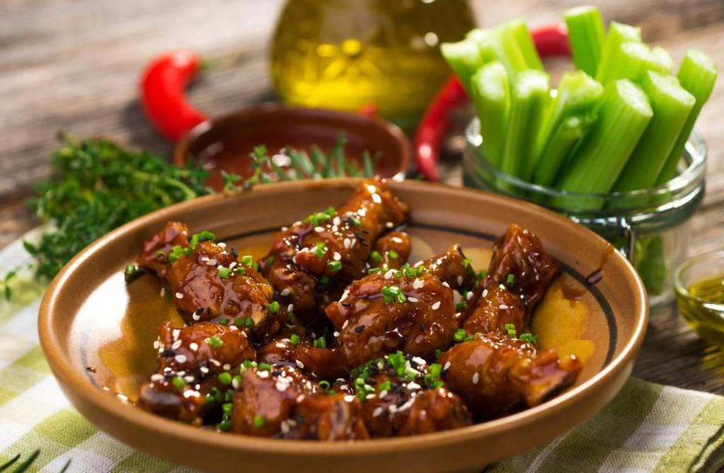 Sticky Chicken Wings met Ballymaloe Steaksauce