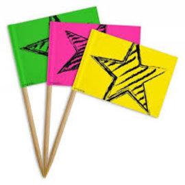 Cocktailprikker met neon vlaggetjes